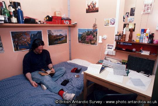 Typical bunk room at Halley (Pete Lens)