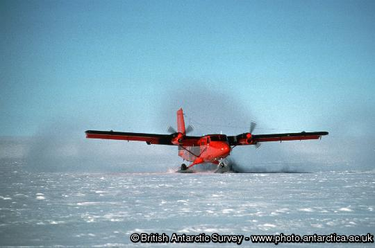 Twin otter landing on the Dyer Plateau