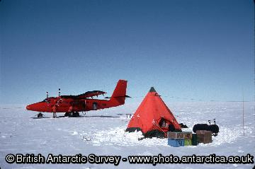 A BAS Twin Otter resupplying a field camp.